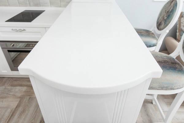 Белая кухонная столешница