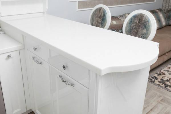 Кухонная столешница белого цвета