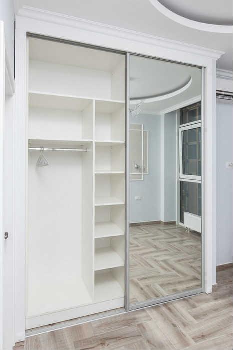 Шкаф-купе с зеркалом белый