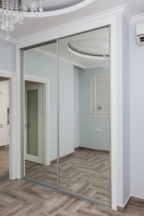 Раздвижной шкаф-купе с зеркалом
